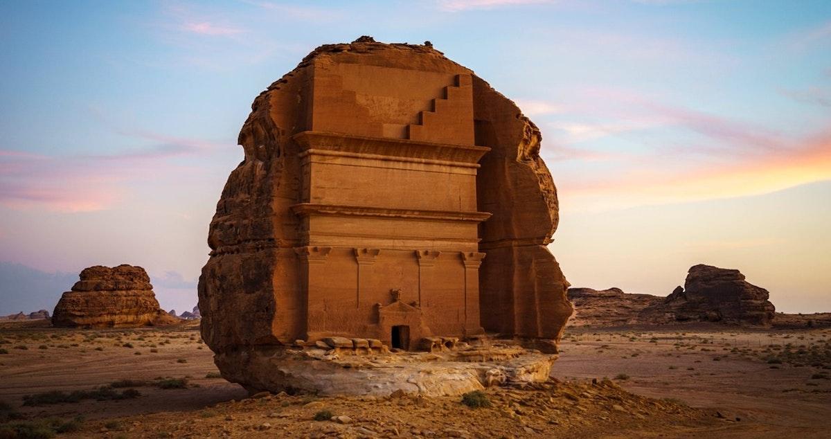 """جانب من الآثار في مدينة الحجر التاريخية في العلا والتي تعد أول موقع سعودي ضمن قائمة اليونسكو للتراث العالمي - """"الشرق"""""""