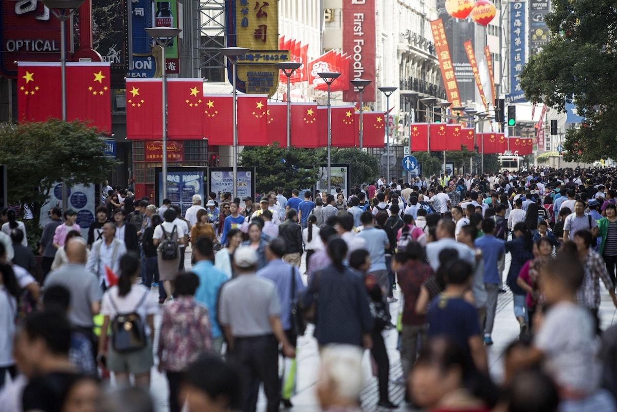 مشاة في شنغهاي - 2 أكتوبر 2015 - Bloomberg