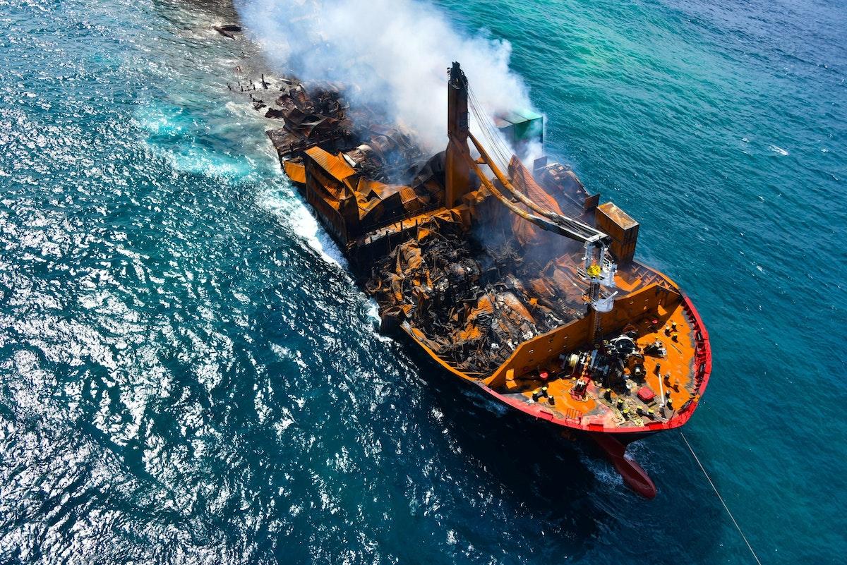"""سفينة """"إم في إكس برس بيرل"""" تغرق أثناء محاولات سحبها من المياه- REUTERS"""