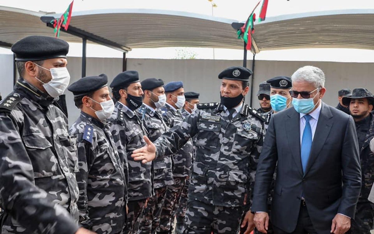 فتحي باشاغا خلال زيارته إدارة إنفاذ القانون في طرابلس - 21 فبراير 2021 - المكتب الإعلامي لوزير الداخلية