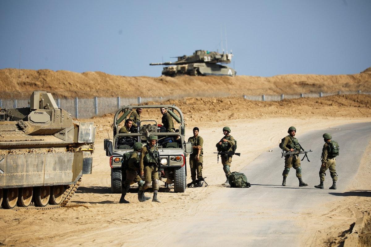 جنود إسرائيليون بالقرب من الحدود مع قطاع غزة - 21 أكتوبر 2020 - REUTERS