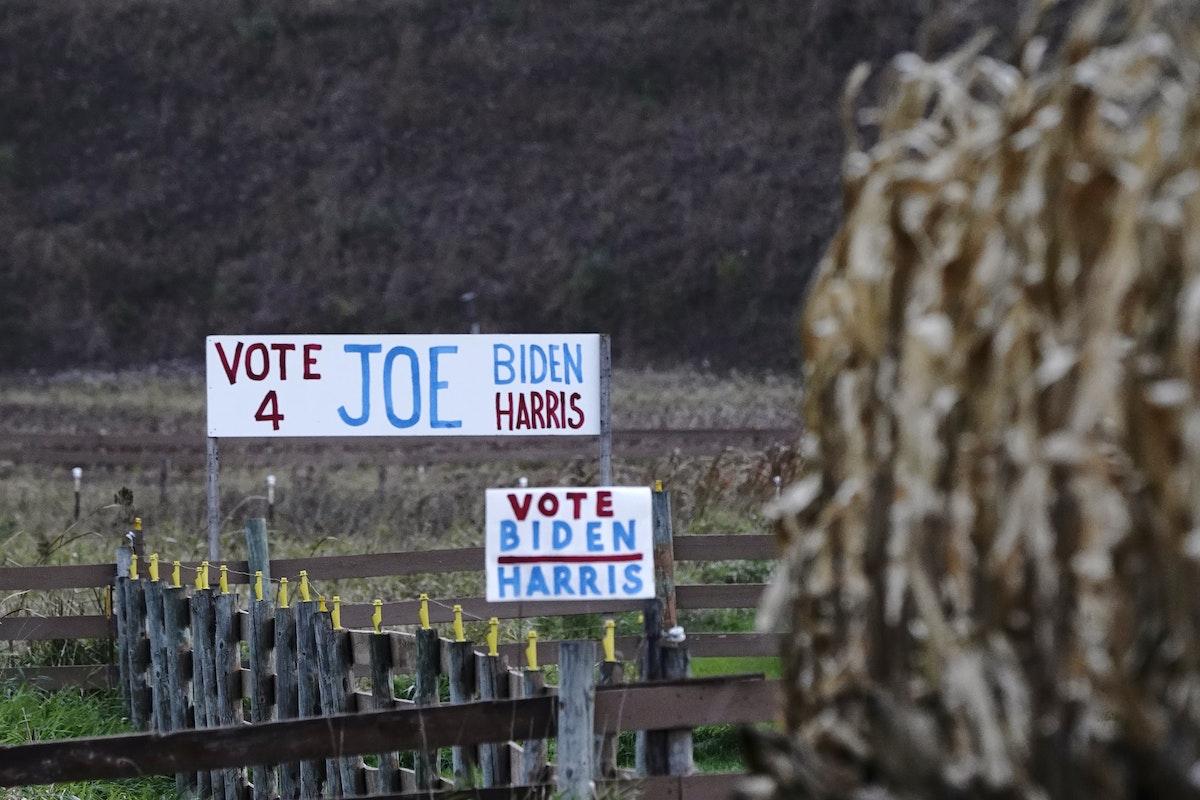 لافتة داعمة للمرشح الديمقراطي جو بايدن، في ويسكونسن - REUTERS