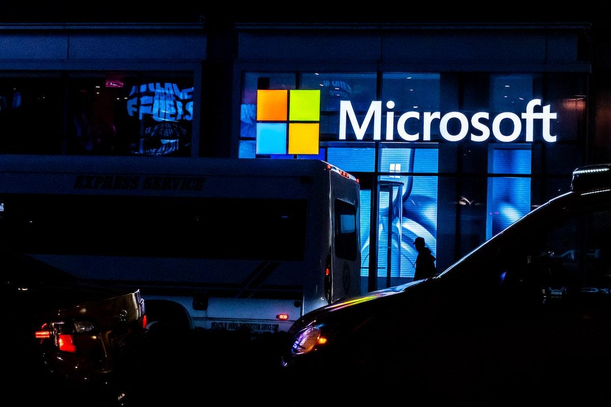 شعار شركة مايكروسوفت في واجهة أحد مقارها - Getty Images via AFP