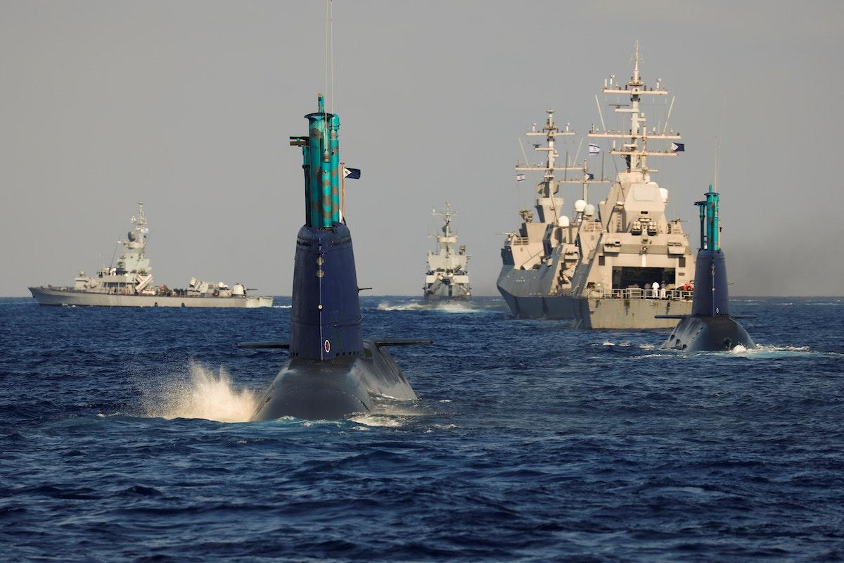 غواصة ليفياثان تشارك رفقة غواصة أخرى في تدريب قتالي في الساحل الشرقي للبحر المتوسط. 9 يونيو 2021 - REUTERS