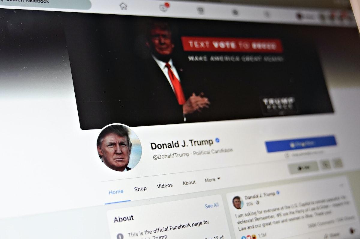 """حظر حساب الرئيس الأميركي دونالد ترمب في """"فيسبوك"""". - Bloomberg"""